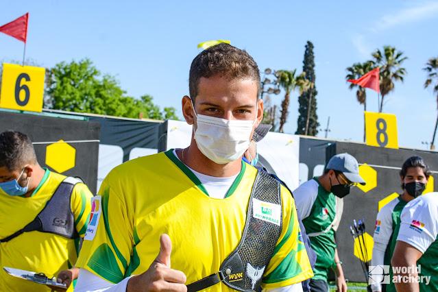 Marcus D'Almeida após avançar na classificatória