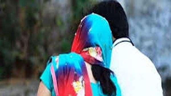 घोर कलियुग:  शादी के 11 साल बाद दो बच्चों की मां प्रेमी संग फरार, बच्चों का रो-रोकर बुरा हाल