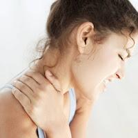 poza cu femeie durere la gat si oase din cauza reumatism, artroza