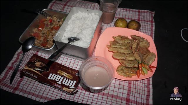 Makan Malam di Gunung