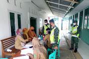 Babinsa Koramil 416-05/Muara Tebo Dampingi Dinkes Beri Pelayanan KB Kes Kepada Warga