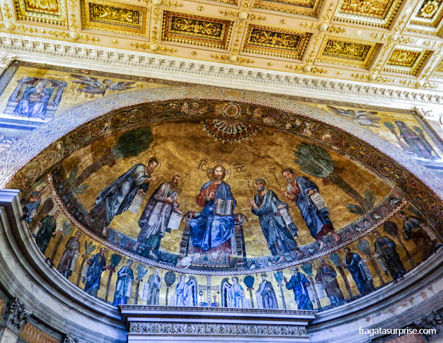 Mosaico bizantino no interior da Basílica de São Paulo Extramuros, em Roma