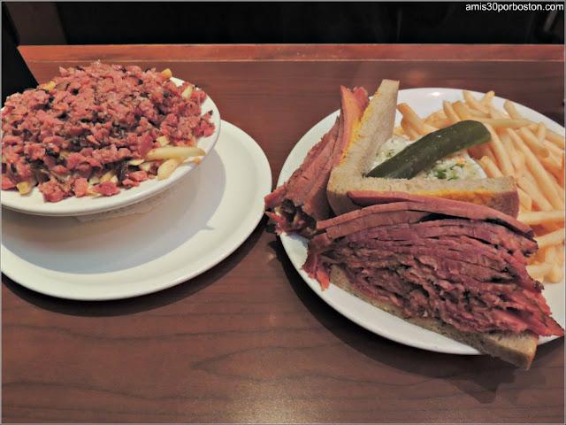 Comida Típica Canadiense en Reuben's, Montreal