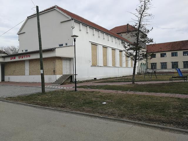 Поглед на Дом културе и део парка где ће бити смештена биста Милеве Марић Ајнштајн