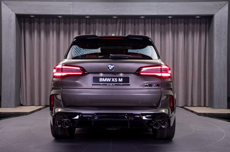 Chi tiết BMW X5M Competition 2020 mang màu xanh Manhattan Metal