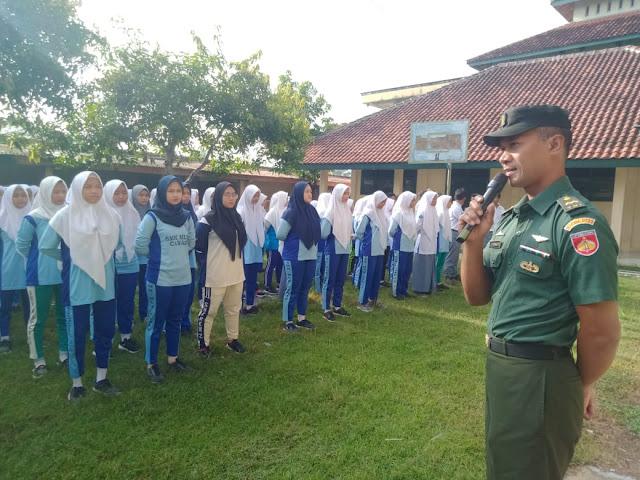 Tingkatkan Kedisiplinan  Babinsa Cawas Latih PBB Serta Wasbang di SMK Muhammadiyah Cawas