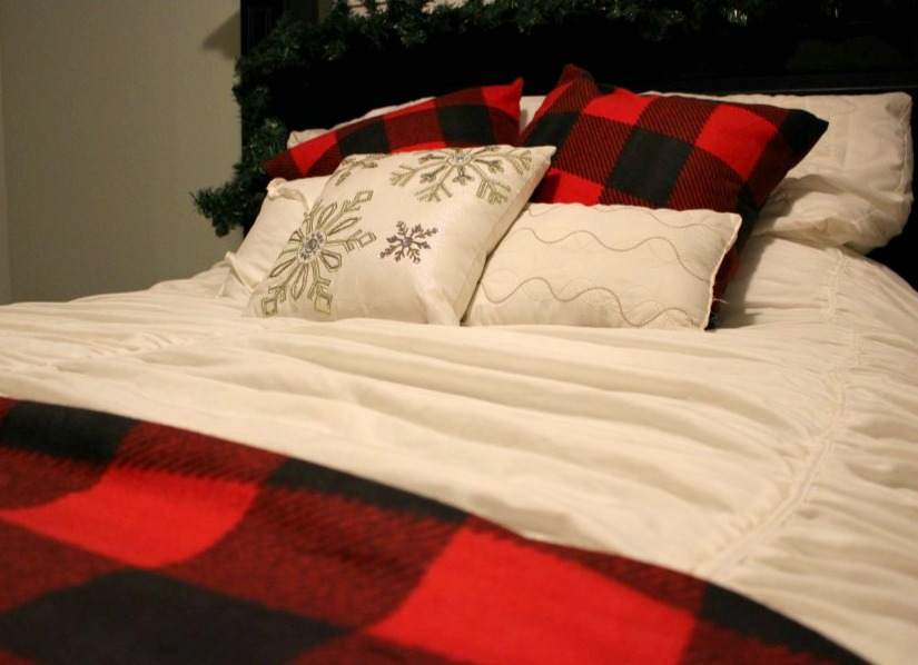 Utah County Mom: Buffalo Plaid Pillows for under USD10