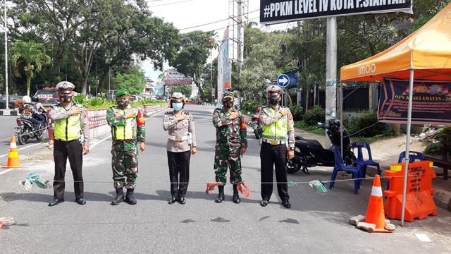 Posko Pengalihan PPKM Level lll Kodim 0207/Simalungun Di Wilayah Siantar Jalan Merdeka Depan Bank BRI