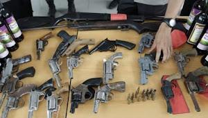 Polres Lampung Timur, terima 21 pucuk senjata api rakitan berikut 13 butir peluru
