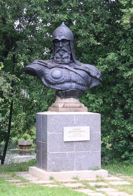 Busto de Jurio la Longbraka en Pereslavl-Zalesskij