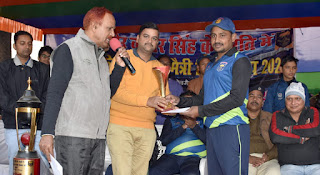 क्रिकेट टूर्नामेंट: रामगढ़ को 20 रन से हराकर सेमीफाइनल में पहुंचा जगदीशपुर, हरफनमौला प्रदर्शन के दम पर मैन ऑफ द मैच बने कुंदन