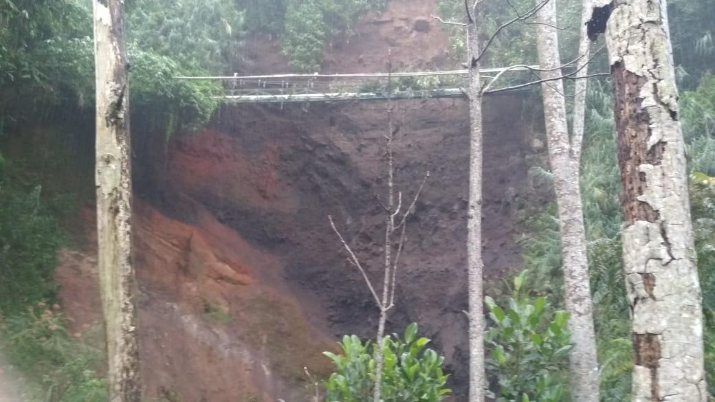 Tebing Longsor, 7 Keluarga di Tambi Diungsikan