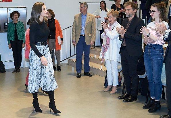Queen Letizia wore Zara Falda snakeskin print midi skirt, and Gold And Roses Double daga earrings