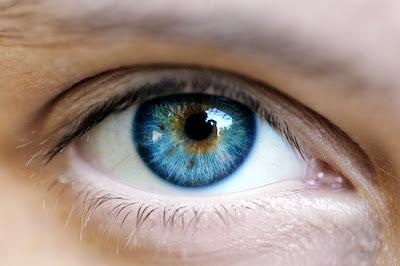 Biofotonok: Az emberi test bocsátja ki, kommunikál vele, és fényből van