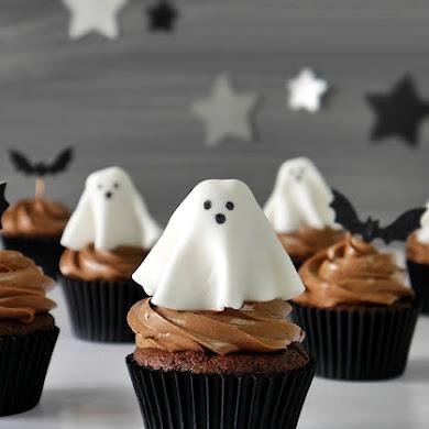 Cupcakes d'Halloween au Chocolat et Fantômes en Pate à Sucre