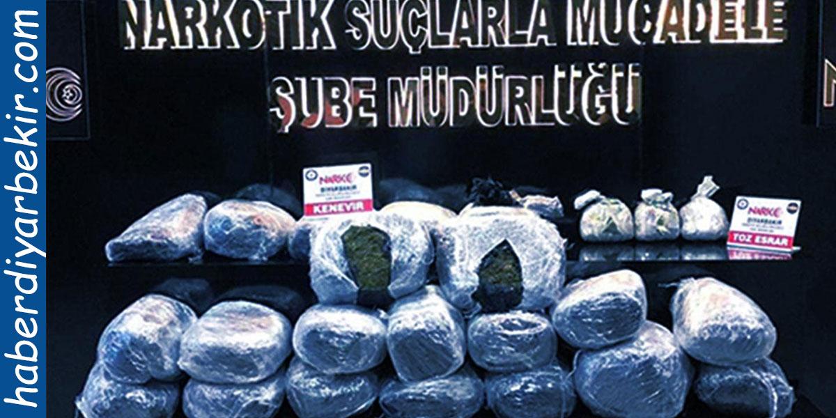 Diyarbakır'da gerçekleştirilen 84 operasyonda, 1 ton 133 kilo uyuşturucu ele geçirilirken, olayla ilgili 39 kişinin tutuklandığı bildirildi.