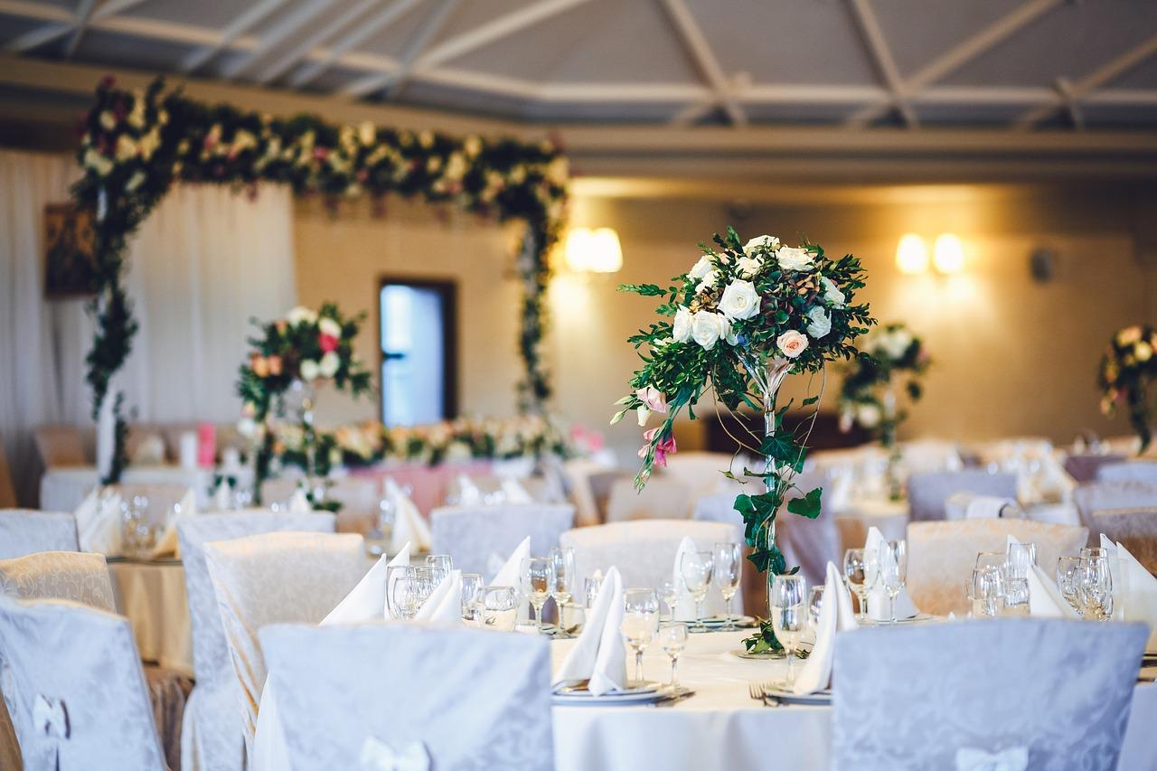 bd75b7f662a96a Dekoracja sali weselnej – na jakie szczegóły zwrócić uwagę? - Zwykła ...
