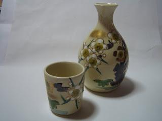 石川県の代表的な九谷焼のお銚子の写真です。