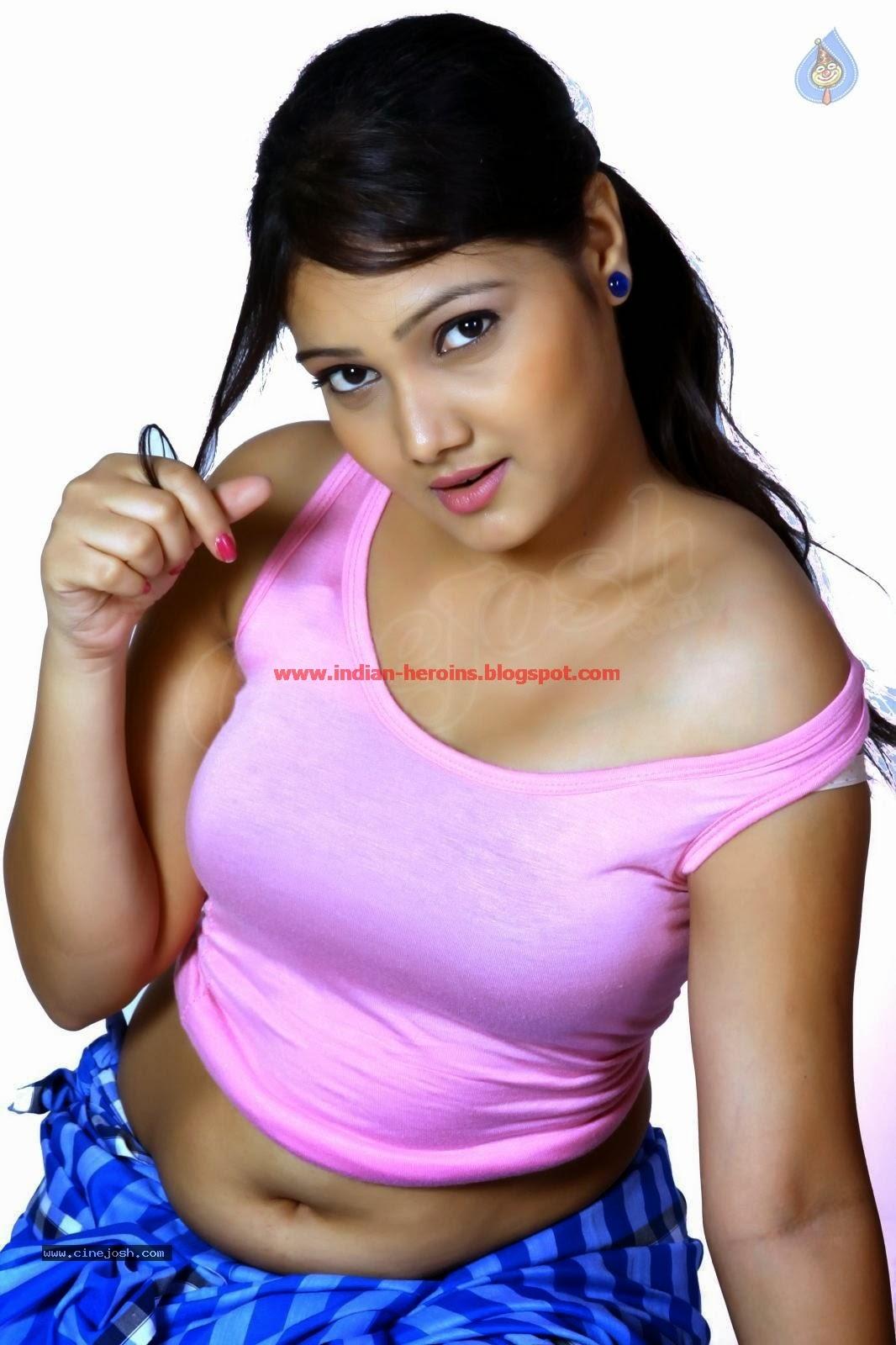 Telugu Tv Actress Priyanka Hot Navel And Boobs Showing -8729