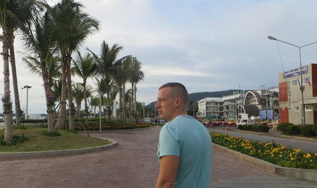 Сергей Балабин на набережной Натон, Самуи