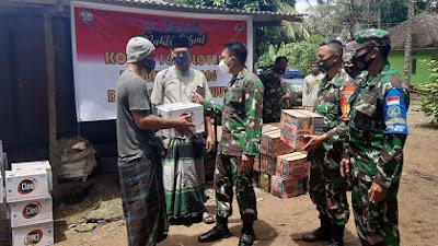 Dandim 1620/Loteng Berbagi ke Warga Terdampak Banjir di Bumbang