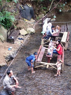 Di Jombang Ada Tempat Makan Di Tengah Aliran Sungai Htm Nya Cuma Rp