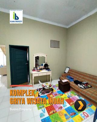 Ruang Keluarga Rumah Second Cantik Halaman Luas di Komplek Griya Wisata Indah Jl Karya Wisata Ujung Medan Johor