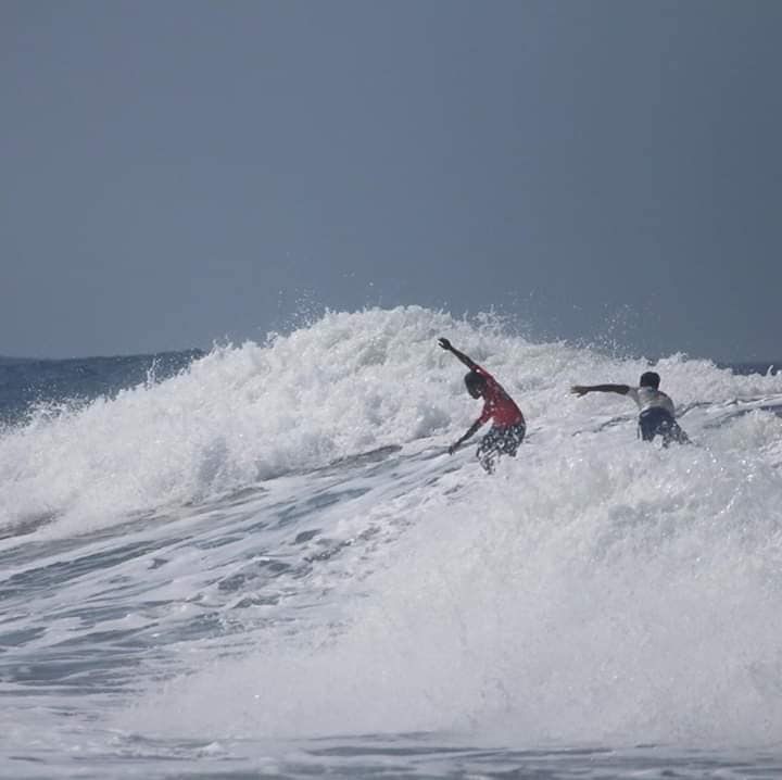 Amid race for gold, Pinoy surfer saves Indonesian competitor from drowning