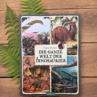 """""""Die ganze Welt der Dinosaurier"""" von Emilia Dzuibak, erschienen im Verlag ArsEdition, Sachbilderbuch für Kinder ab 4 Jahren, Rezension auf Kinderbuchblog Familienbücherei"""