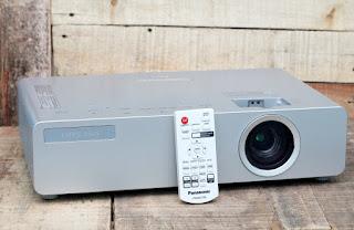 Jual proyektor Panasonic PT-LB75 Bekas