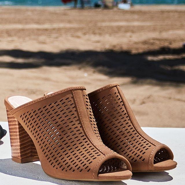 6a89c4ffa Есть и такие ситуации, в которых важно добиться полного прилегания обувь к  ноге. Например, натуральная замша очень быстро и хорошо разнашивается.