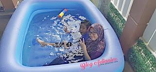 Rindukan Percutian | Izzat gembira sakan dapat kolam renang plastik