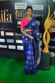 Shanvi Looks Super Cute in Pink Backless Choli Blue Saree at IIFA Utsavam Awards 2017 14.JPG