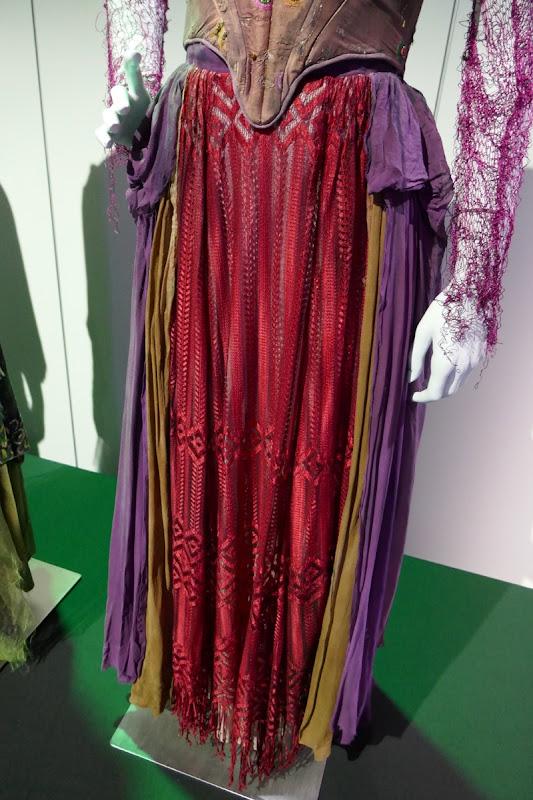 Hocus Pocus Sarah Sanderson costume skirt detail