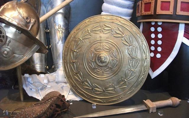 tameng parma dan perlengkapan tempur tentara romawi