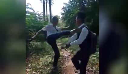 Pelajar duel