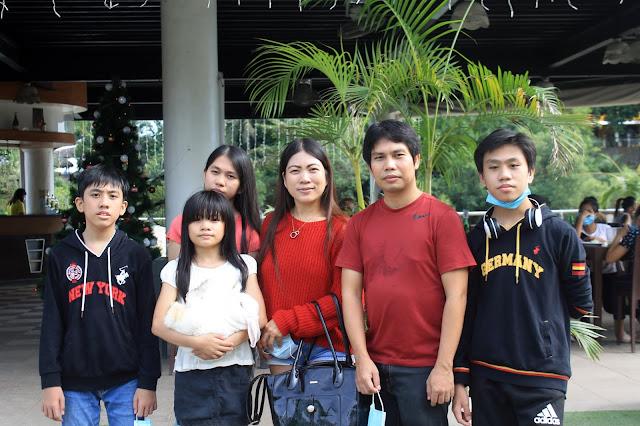 Justmom Food Review Cebu 2020 Lily's Restobar, Papa Kit's Marina and Fishing Lagoon - Family Photo img1