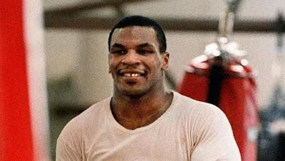 Petinju Legenda Mike Tyson Mengunci Pelatih Di Kandang Macan
