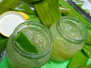Gel rafraîchissant de concombre et aloe vera pour apaiser les yeux et les jambes fatigués