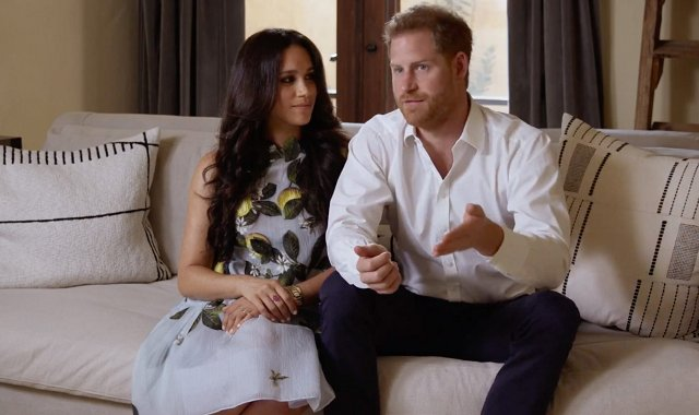 Pregnant Meghan Markle, Duchess of Sussex wore a new peplum hem dress from Oscar de la Renta. Prince Harry