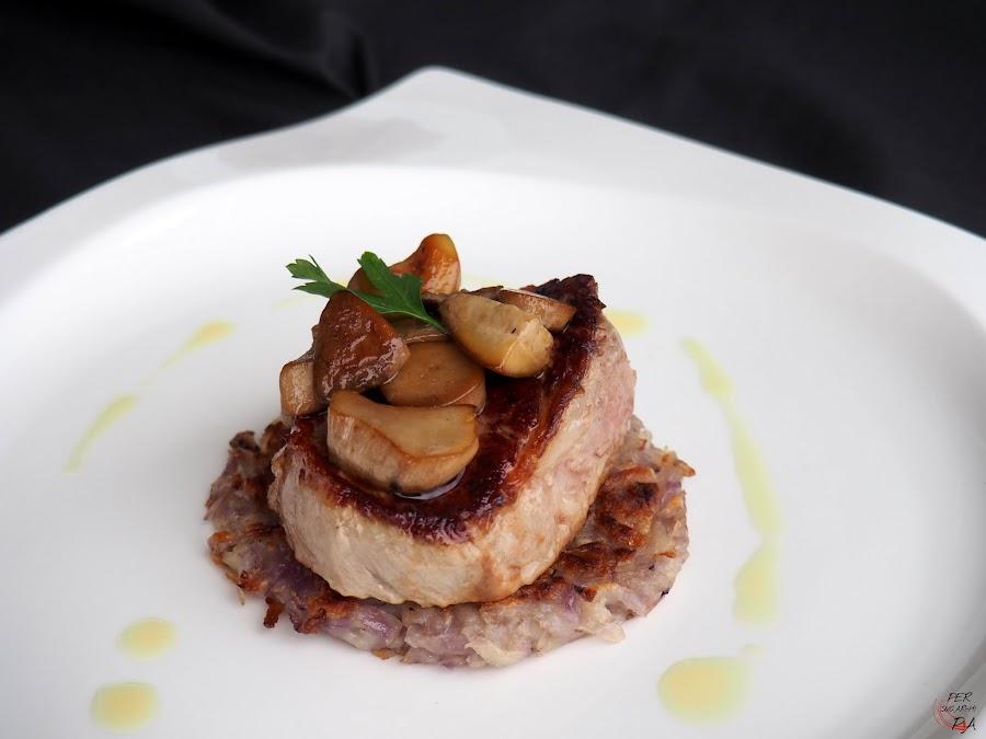 Solomillo de ternera a la plancha, con rosti de patatas violetas y pil-pil de ceps (boletus edulis)