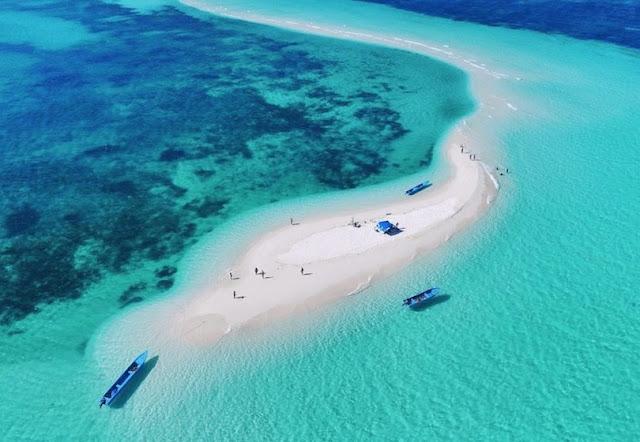 Pantai Ngurtafur, Pulau Warbal, Maluku