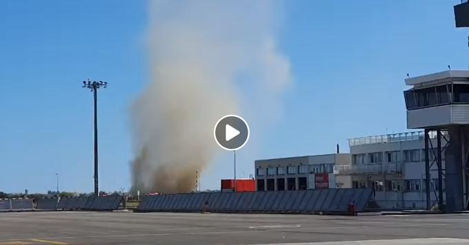 Vidéo : un tourbillon de poussière observé à l'aéroport lundi
