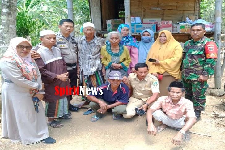 Pemerintah, TNI dan Polri Sambangi Warga Miskin Disaksikan Tokoh Masyarakat Desa Benteng Gaja