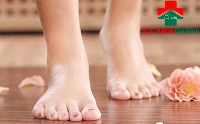"""6 dấu hiệu dễ thấy ở bàn chân cảnh báo bạn có thể đang mang """"trọng bệnh"""": Ai hay chuột rút, lạnh chân cần rất để ý"""