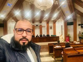 صورة للسيد الزهري عبد العزيز من داخل قاعة الندوة