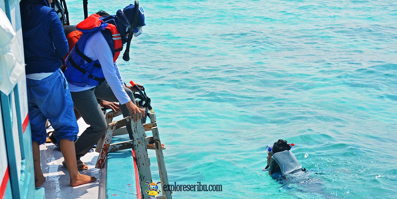 aktivitas snorkeling dan trekking di ujung kulon