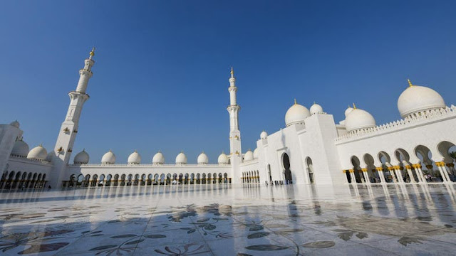 Corona closes Sheikh Zayed Mosque to worshipers and visitors