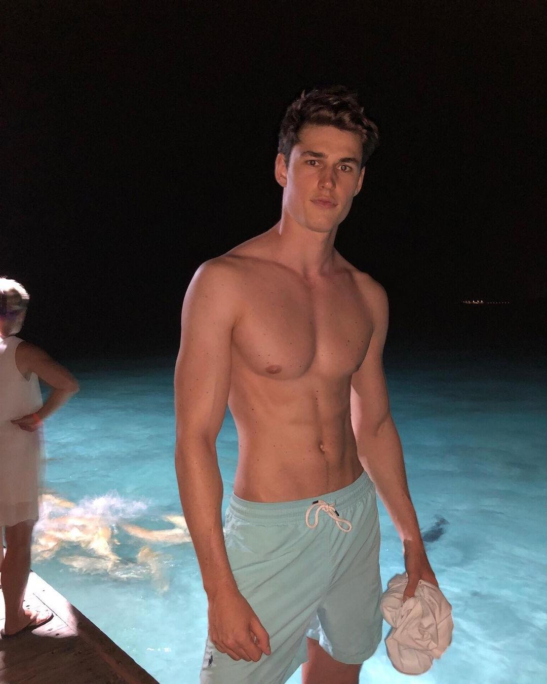 cute-shirtless-fit-body-male-model-victor-perr-pretty-face