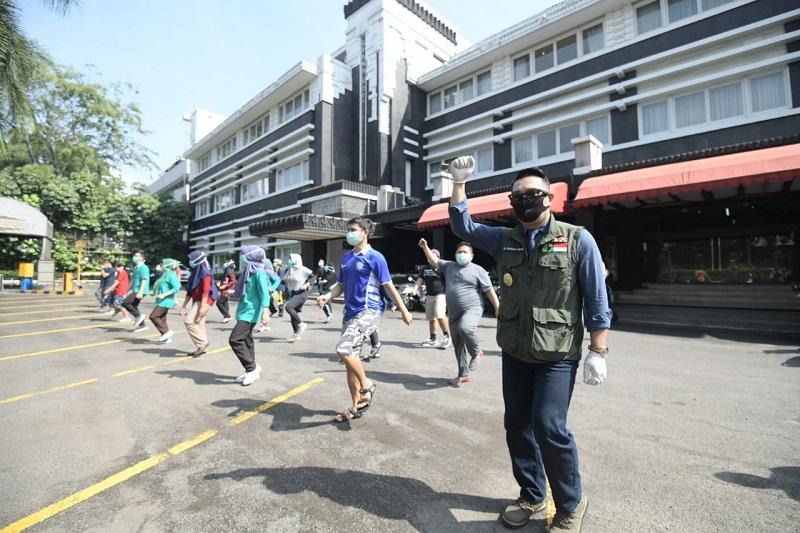 Tampung di Hotel Bintang Lima, Gubernur Jabar Sambangi Tenaga Medis Perawat Pasien COVID-19